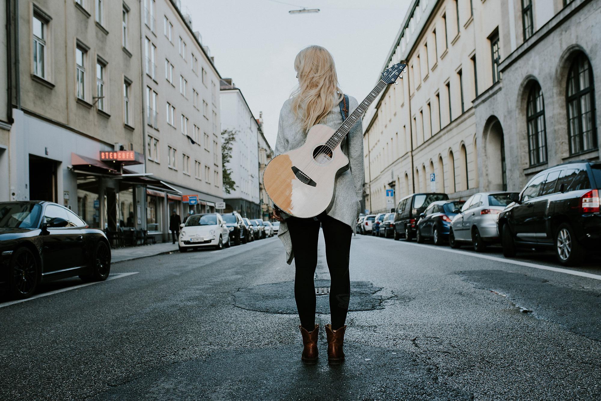 ama-pola-singer-songwriter-muenchen